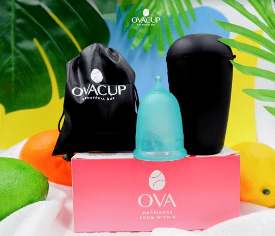 Bộ sản phẩm gồm cốc nguyệt san và túi vải chuyên dụng, cốc Ovashell đi kèm giúp việc bảo quản và vệ sinh cốc trở nên dễ dàng hơn