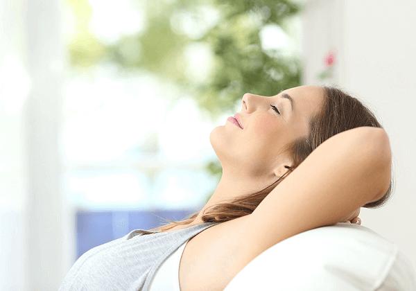 Chị em nên dành thời gian nghỉ ngơi để những cơn đau lưng nhanh chóng thuyên giảm