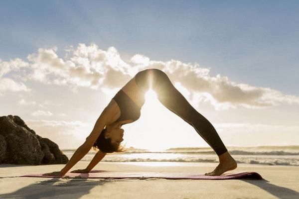 Duy trì lối sống lành mạnh, chăm tập thể thao, bổ sung đầy đủ dinh dưỡng giúp phái nữ hạn chế những cơn đau của bệnh thống kinh